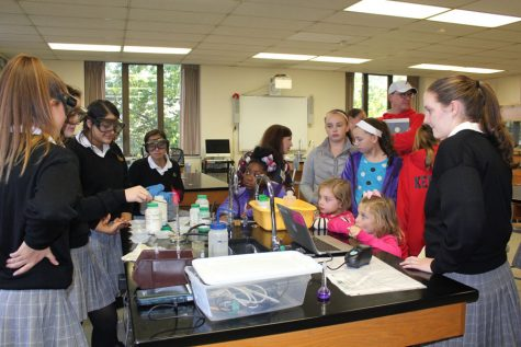 Sophomores show guests a chemistry experiment