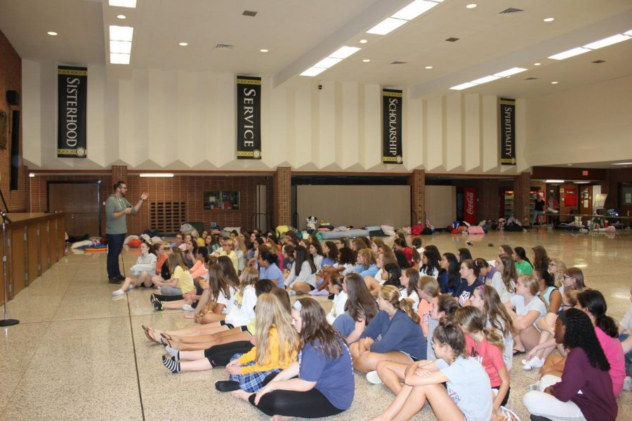 Mr.+Sheehan+speaking+to+freshmen+about+making+valuable+memories.+
