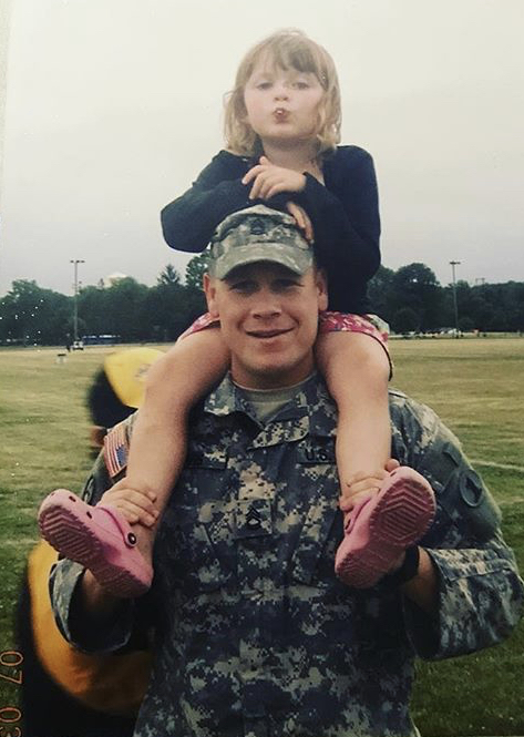 Sgt.+Glenn+Davis%2C+Jr.+and+his+daughter%2C+Megan+Davis%2C+before+he+left+for+his+third+deployment+in+2007.+