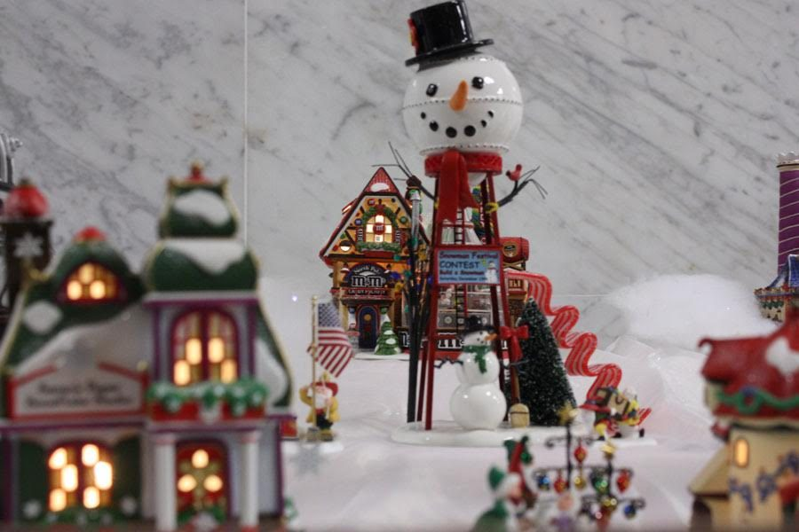 This+is+the+picture+of+one+of+the+pieces+of+the+train+set.+It+is+a+picture+of+a+snowman+water+hydrant.+