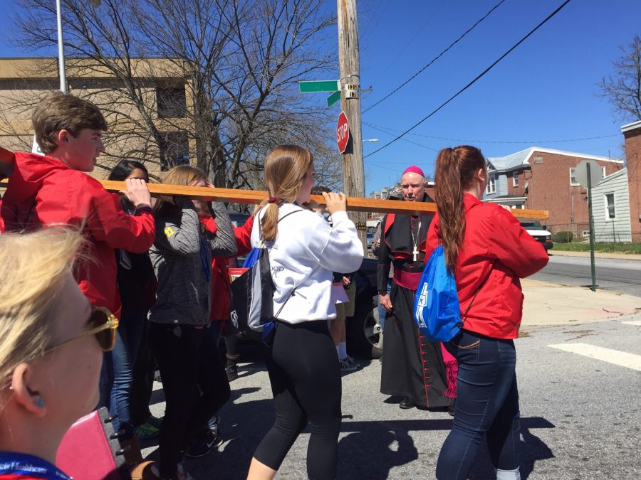 Youth+carrying+the+cross+through+Wilmington.+