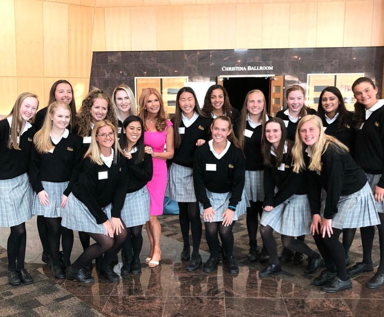 Padua Student Ambassador volunteers with Roma Downey, the 2018 Dinner in Honor of Women's Achievement honoree.