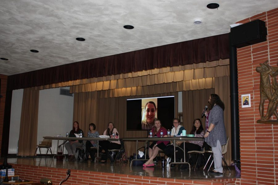 Mrs.+Kowalski+asks+members+of+the+engineering+panel+about+their+careers.+Padua+invited+seven+graduates+to+share+their+experiences+with+students.
